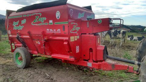 Agroem - REMOLQUE MEZCLADOR  9 m - AGROEM Maquinaria Agrícola y Jardinería